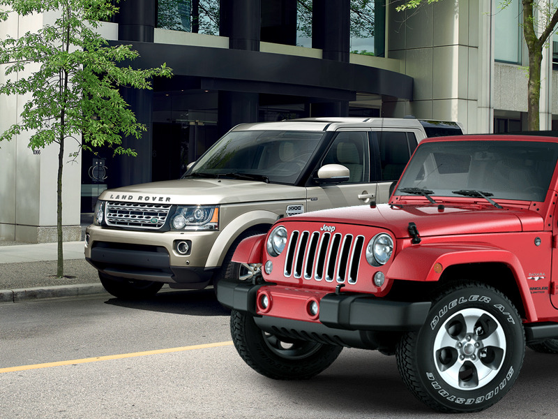 want this buy this land rover lr4 vs jeep wrangler unlimited 4x4 web2carz. Black Bedroom Furniture Sets. Home Design Ideas