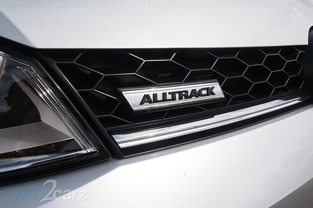 vw alltrack badge