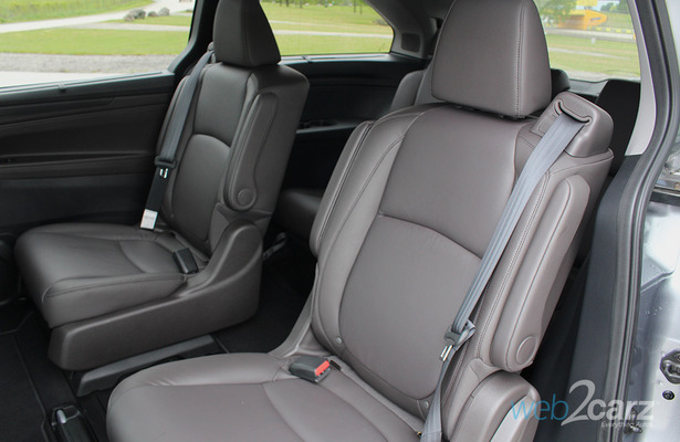 is the new honda odyssey better than the chrysler pacifica web2carz. Black Bedroom Furniture Sets. Home Design Ideas