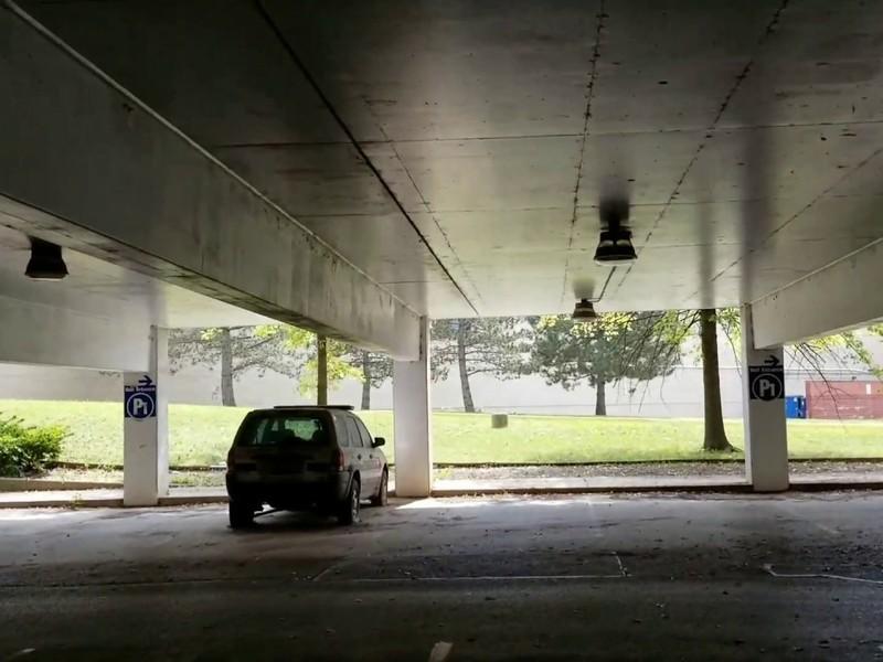 https://www.web2carz.com/images/articles/201711/lost_car_parking_garage_lead_1511192666_800x600.jpg