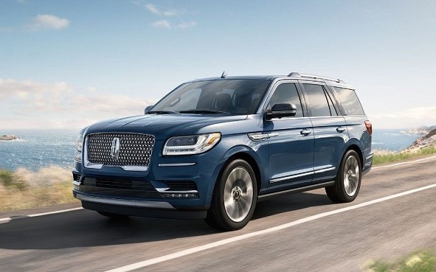 2018 lincoln navigator blue in motion