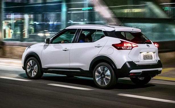 2018 Nissan Kicks white rear 34