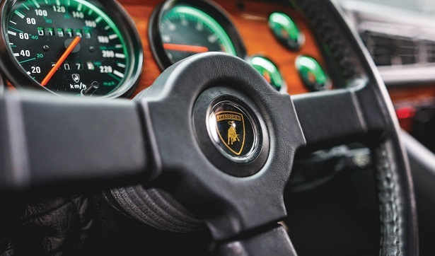 Lamborghini LM002 interior steering wheel