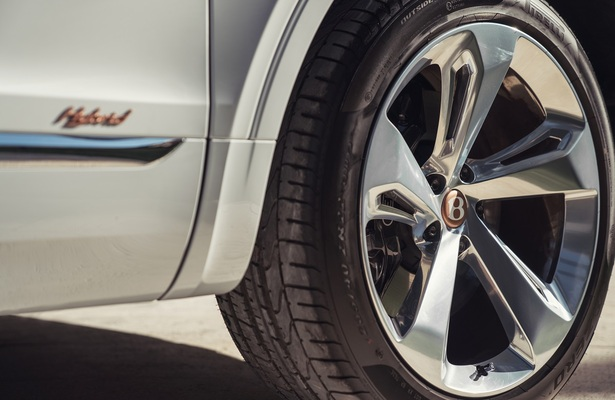 Bentley Bentayga Hybrid wheel close up