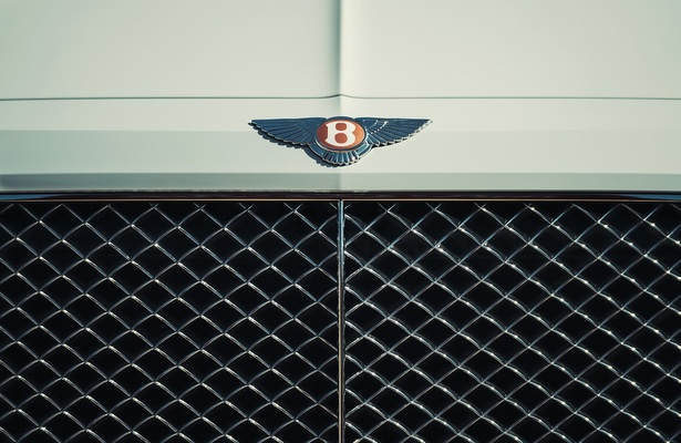 Bentley Bentayga Hybrid grille close up