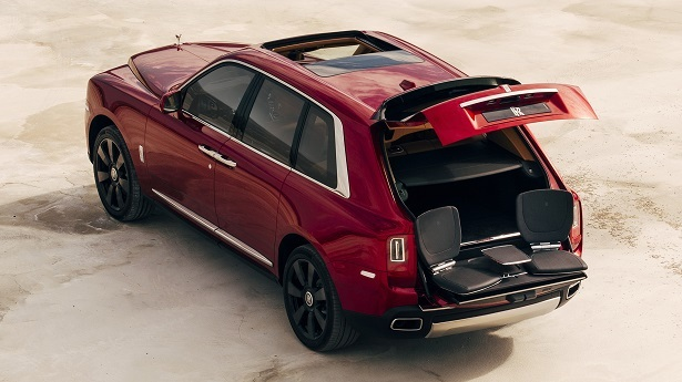 rolls-royce cullinan red rear tailgate open