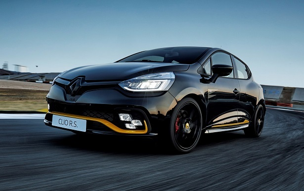 Renault CLIO RS black track driving