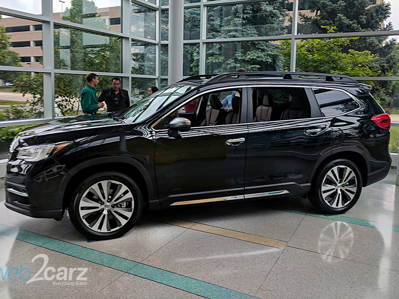 The Subaru Ascent is larger but still familiar. Roof rails and all.