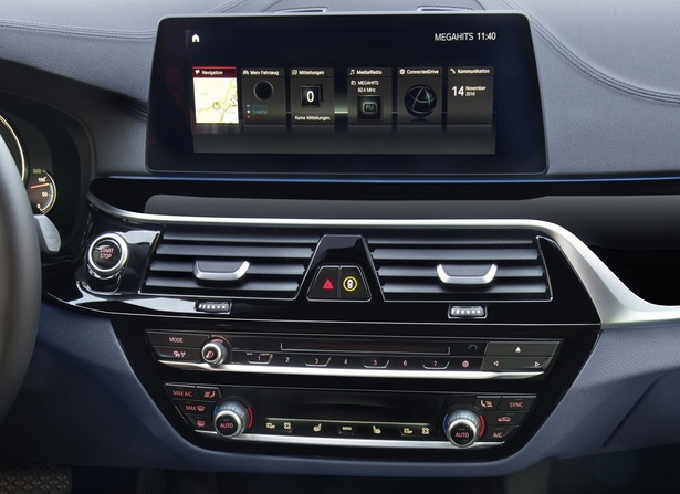 BMW infotainment system and volume knob
