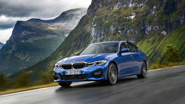 2019 bmw 3series driving