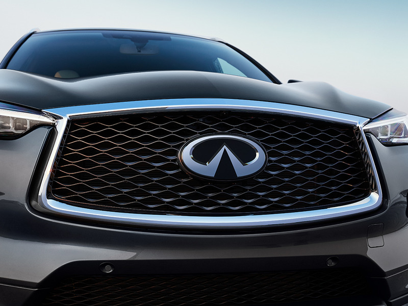 Now, that's a big grille. (images: Infiniti)