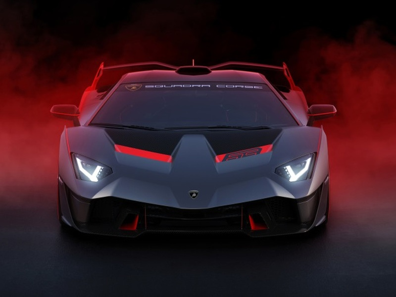 What a great car to take to your high school reunion. (images: Lamborghini)