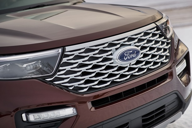 The New 2020 Ford Explorer Keeps The Look But Gets Rear ...