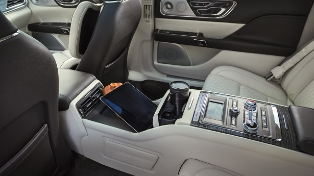 lincoln continental rear cabin