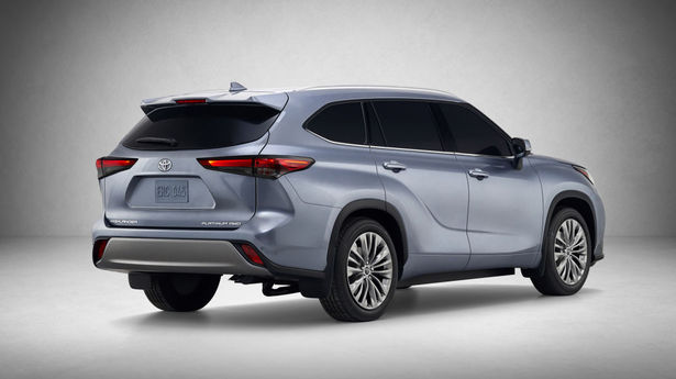 2020 highlander rear 34