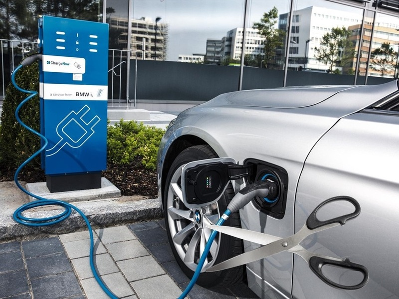 Is time for automakers to cut the PHEV cord?