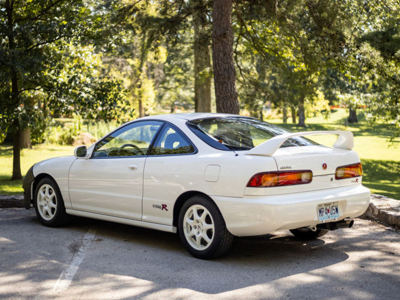 Pretty sweet for a car that's more than two decades old (images: Bring A Trailer)