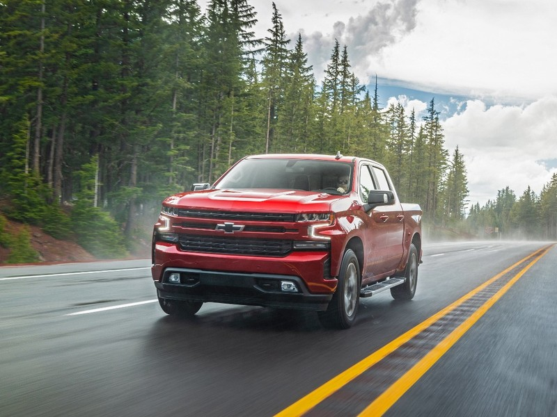 Chevy Silverado shoppers get thousands in customer cash this month.