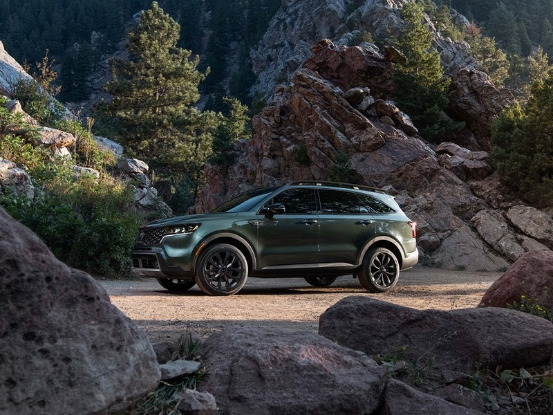 As much as we love the Telluride, the new Sorento will be a better fit for some shoppers. (images: Kia)