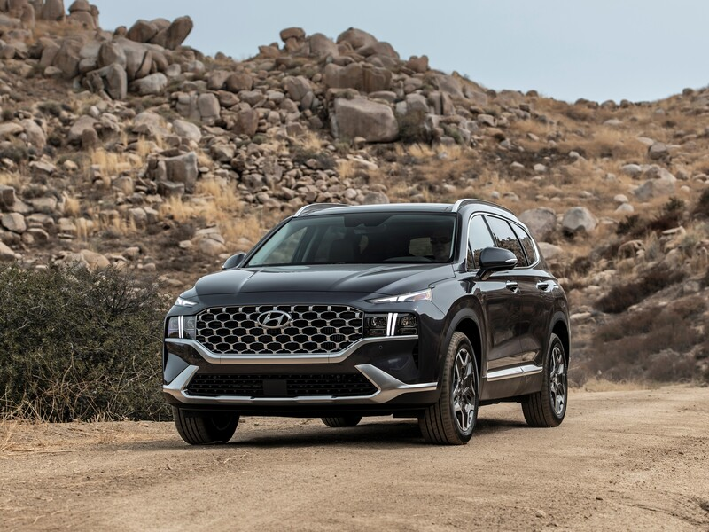 The Santa Fe sports a fresh face, premium interior, and more powertrain options. (images: Hyundai)