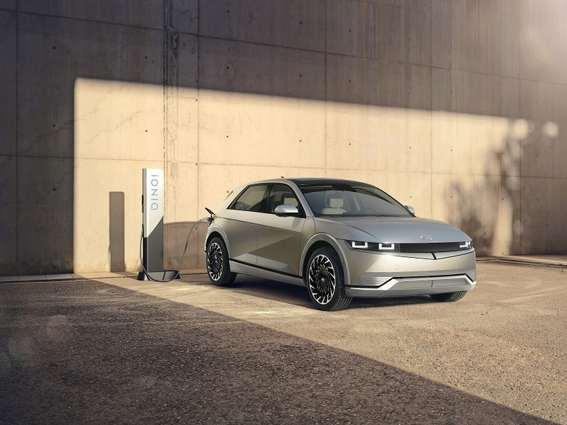 Hyundai obsesses about the customer and the environment with this new EV. (images: Hyundai)