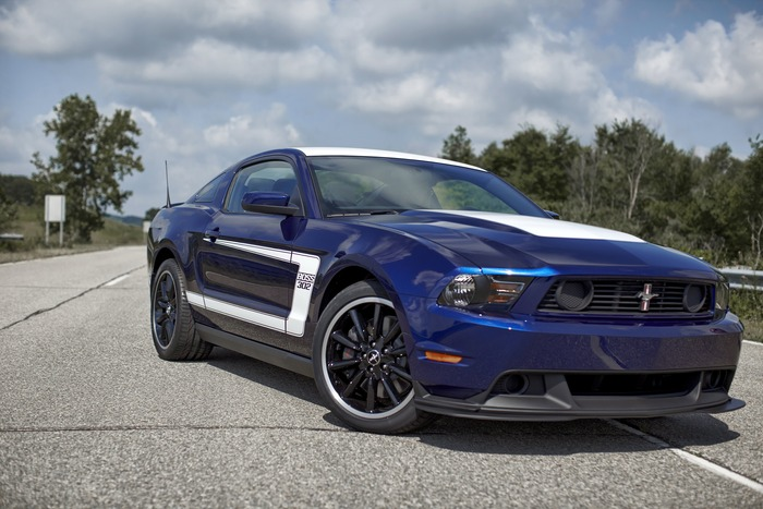 review 2012 ford mustang boss 302 web2carz. Black Bedroom Furniture Sets. Home Design Ideas