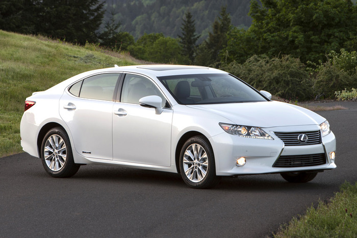 2013 Lexus ES 300h Review
