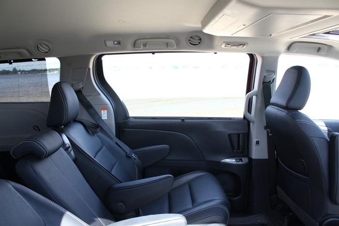 First Drive 2015 Toyota Sienna Web2carz