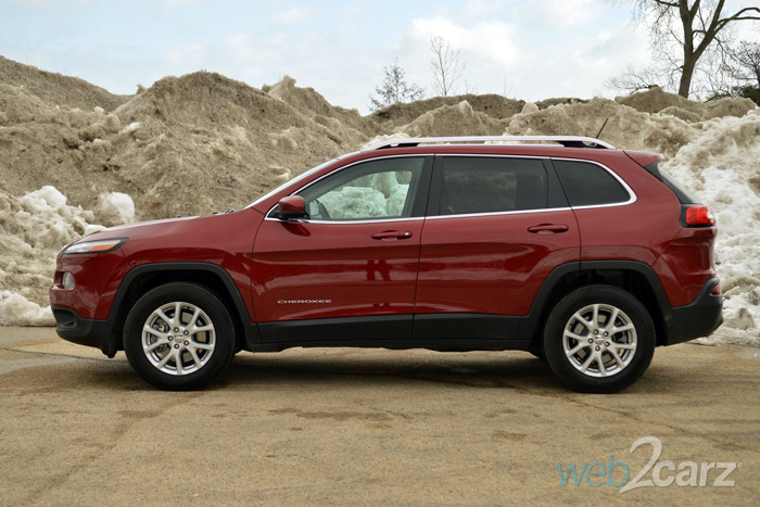 2015 jeep cherokee latitude 4x4 review web2carz. Black Bedroom Furniture Sets. Home Design Ideas
