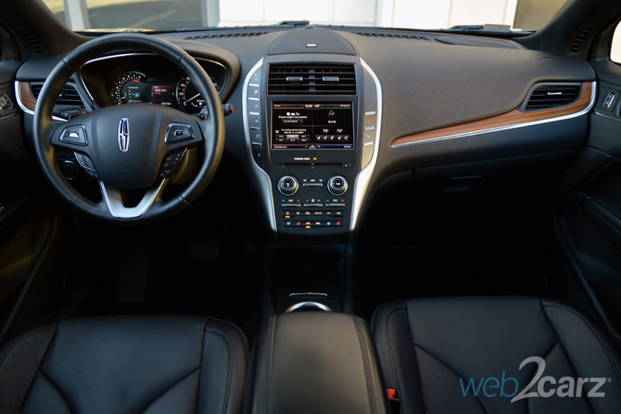 https://www.web2carz.com/images/mmy/201503/2015-lincoln-mkc-base_interior_1427809829_700x467.jpg