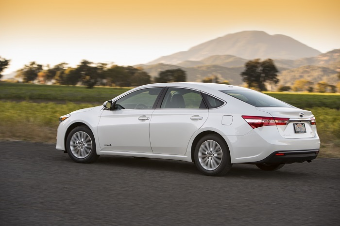 2015 Toyota Avalon Hybrid XLE Premium Review | Web2Carz