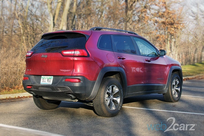 The 2016 Jeep Cherokee Trailhawk Pulls Double Duty