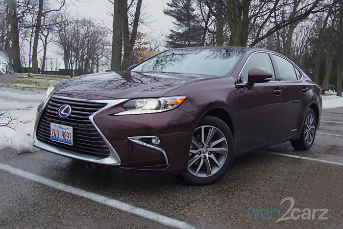 The 2016 Lexus ES 300h Is a Different Kind of Sleeper Car