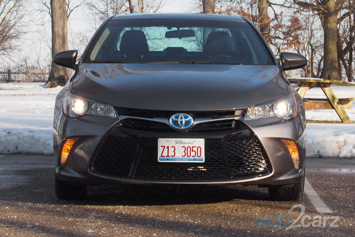 the 2016 toyota camry hybrid se is efficiency for all. Black Bedroom Furniture Sets. Home Design Ideas
