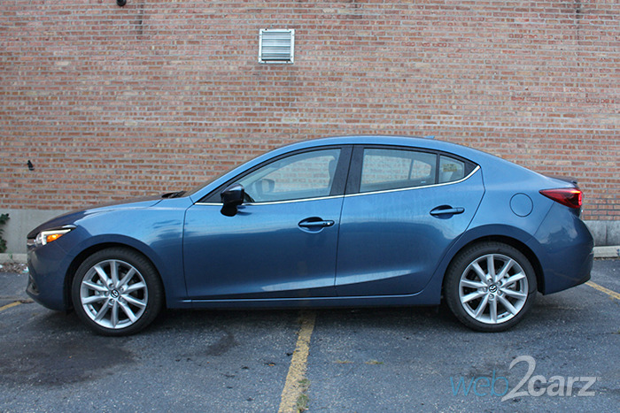 https://www.web2carz.com/images/mmy/201610/2017-mazda-mazda3-i-grand-touring_profile_1476213472_700x467.jpg