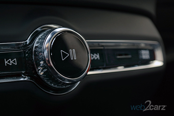 2019 Volvo XC40 T5 AWD R-Design Review | Web2Carz
